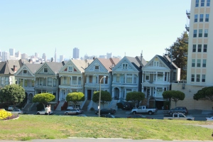 "Interesting fact:  Although these houses appear in the opening credits of Full House, the house in which the tanner Family ""lived"" is found several blocks away."